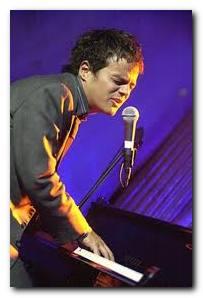 Jamie Collum, the diminutive British jazz sensation in concert